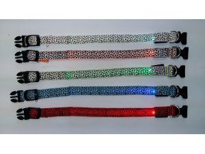 Obojek nylon LED SVĚTELNÝ ZDROJ - ZELENÝ velikost M